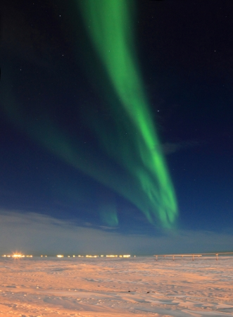 Northern Lights Over Tundra Imagens - 16834637