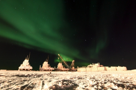 Northern Lights Over Dry Docked Boats Imagens