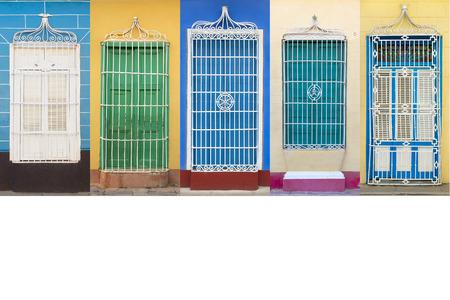 Architettura coloniale di Cuba, finestre Trinidad Archivio Fotografico - 43954060