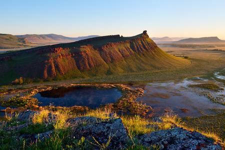 Sunrise sulla montagna Sunduki, riserva naturale della repubblica Khakasia. Archivio Fotografico - 81145202
