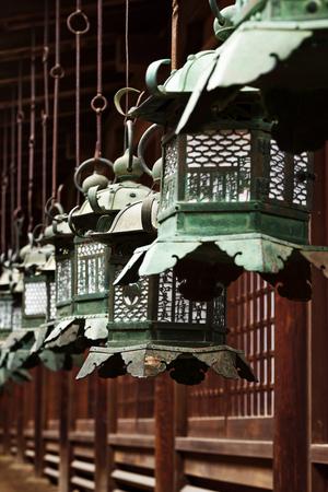 Lanterne di bronzo, Giappone Archivio Fotografico - 91395593