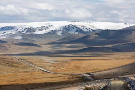 Gravel road across Mongolia steppe, off-road Zdjęcie Seryjne