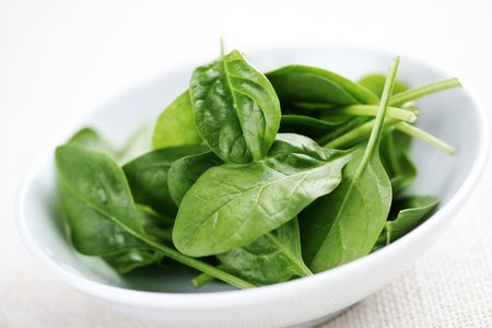 'baby spinach': bowl of fresh light baby spinach