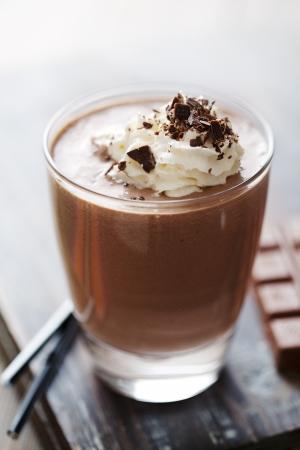 chocolade mousse: Close-up van een uitnodigende chocoladedrank of dessert Stockfoto