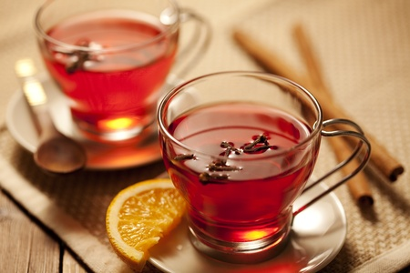 invitando: invitando a la bebida picante caliente con ingredientes