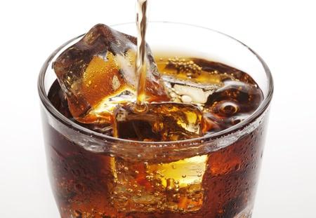 Closeup of Cola gegossen Standard-Bild - 10531253