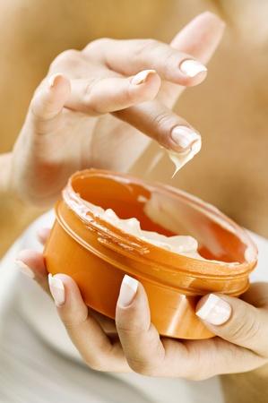 tub of creme photo
