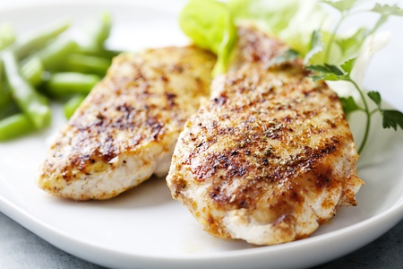 closeup of juicy grilled chicken fillet Imagens