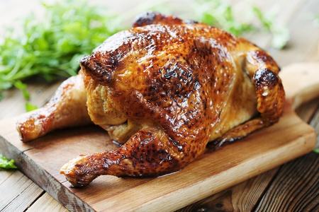 가금류: 전체 구이 치킨 스톡 사진