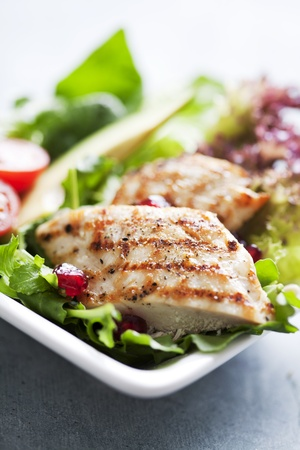 closeup of a healthy chicken salad with greens and pomme granate seeds and avocado Stockfoto