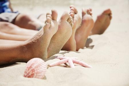 ногами: ноги в песке Фото со стока