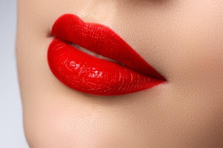 Sexy Lips. Beauty red lips makeup detail. Beautiful make-up closeup. Sensual mouth. Lipstick and lipgloss.  Beauty model woman's face close-up Archivio Fotografico