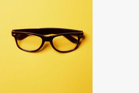 Minimal style. Minimalist fashion photography. Flat lay. Top view. Fashion sunglasses on pastel background Standard-Bild