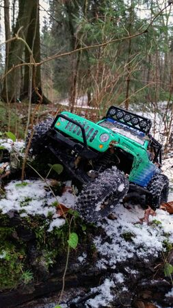SAINT-PETERSBURG, RUSSIA - NOVEMBER 30, 2014: Rc trophy cars ready for offroad at winter Editöryel