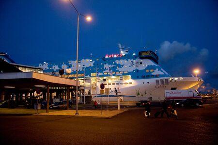 TURKU, FINLAND - OCTOBER 29, 2008: Cruise ship in the passenger terminal at night 에디토리얼