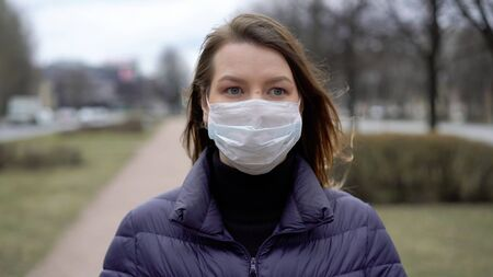 Woman in face protective mask in a city. Epidemic pandemic covid-19 coronavirus Stock fotó
