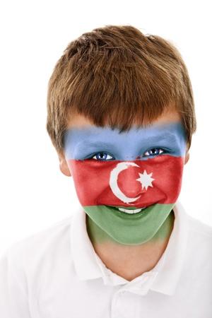 Jonge jongen met Azerbeidzjan vlag geschilderd op zijn gezicht