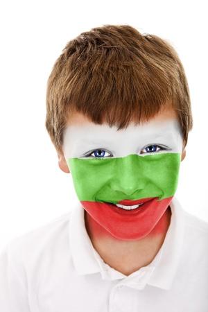 Jonge jongen met Bulgarije vlag geschilderd op zijn gezicht