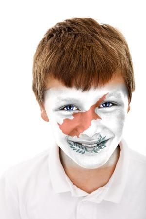 Jonge jongen met cyprus vlag geschilderd op zijn gezicht