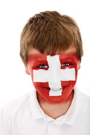 Jonge jongen met zwitserland vlag geschilderd op zijn gezicht Stockfoto