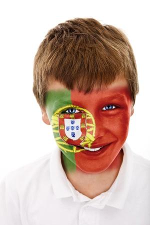 Jonge jongen met portugal vlag geschilderd op zijn gezicht