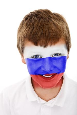 Jonge jongen met rusland vlag geschilderd op zijn gezicht