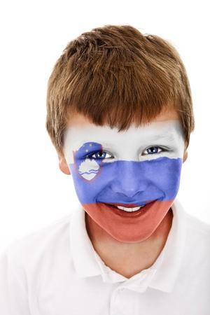 Jonge jongen met ..... (Tu nazwa Państwa) vlag geschilderd op zijn gezicht