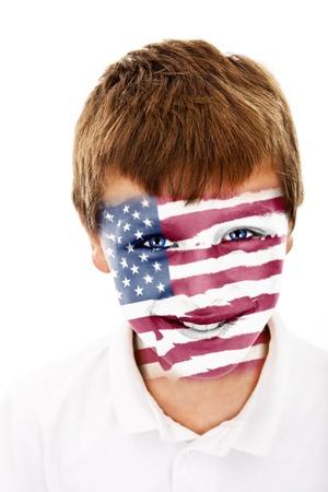 Jonge jongen met USA vlag geschilderd op zijn gezicht