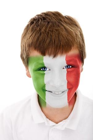 Jonge jongen met Italië vlag geschilderd op zijn gezicht