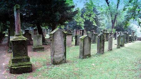 stuttgart: Hoppenlau cemetery in Stuttgart