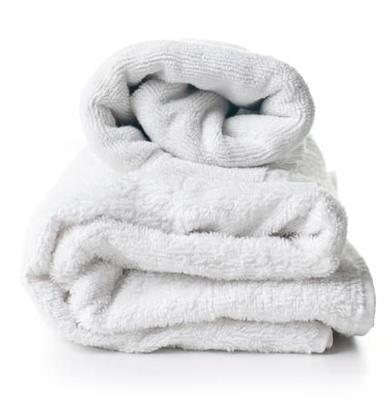 toalla: Dos toallas de felpa blanca y limpia en el fondo blanco Foto de archivo