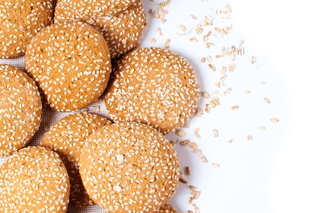 white sesame seeds: Arrangement of cookies with sesame seeds on a white background