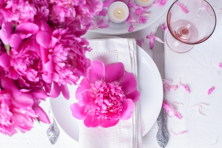 wedding table setting: Bright festive table setting with pink peonies, candles and vintage cutlery Stock Photo