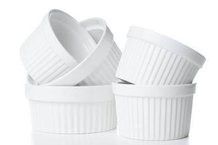 調理器具、絶縁、白の背景に白の空きれいなセラミック耐熱皿