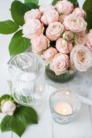 chabby: Beautiful vintage wedding table decorations with roses, candles, cutlery and  sweets in a jar. Stock Photo