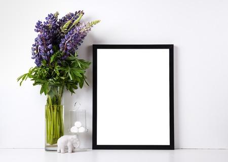Moderne home decor met frame en inter objecten, ontwerp klaar poster mock-up