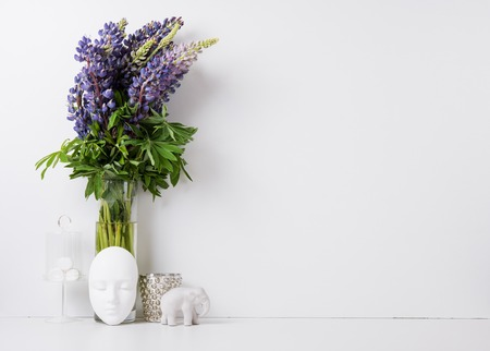 Modern home decor with flowers and interior objects, design ready background Stockfoto