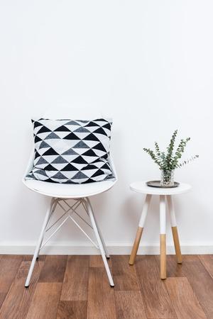 Scandinavian décoration intérieure de la maison, des objets de décoration simples et des meubles, salle blanche minimaliste Banque d'images - 63741397
