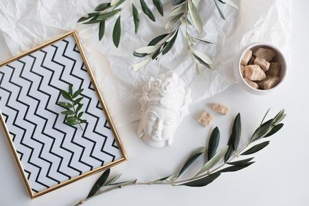 Olive branches and ceramic decor Standard-Bild