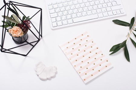 White feminine tabletop flatlay Stockfoto