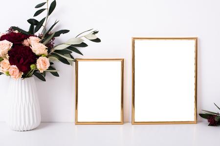 두 개의 황금 프레임 모형 스톡 콘텐츠