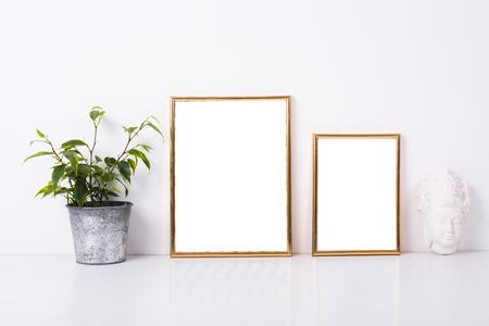 Zwei goldene Rahmen Mock-up Standard-Bild - 73246027