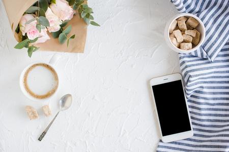 Lgant espace de travail blogueur dame Banque d'images - 75045516