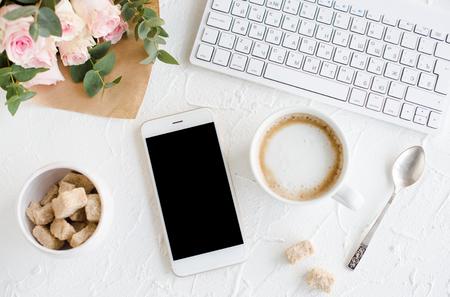 Elegante Dame Blogger Arbeitsbereich Standard-Bild