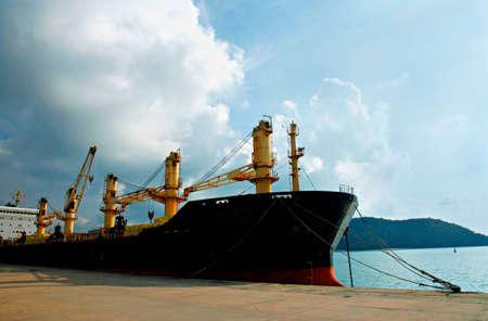 carga: Contenedores de carga de buques de carga, Phuket, Tailandia