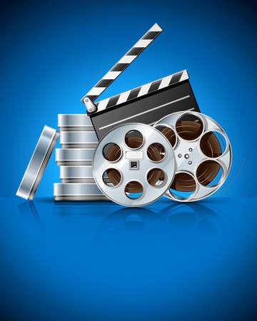 Cinema klepel en video film tape op schijf vector illustratie op blauwe achtergrond