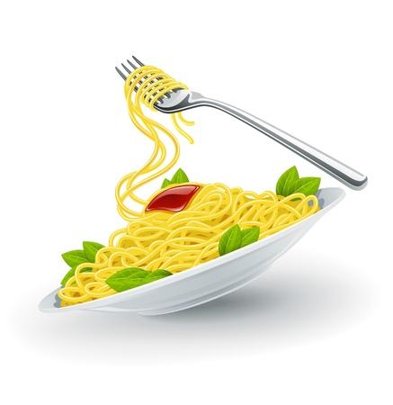 Espaguetis de pasta italiana amarillo en el plato blanco con tenedor.