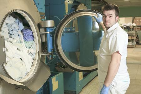 lavadora con ropa: Lavadoras industriales