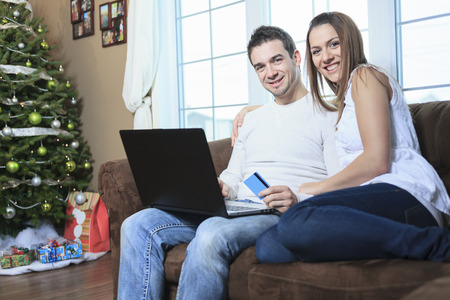 e commerce: A Couple using credit card to shop on internet Stock Photo