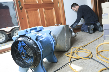 air cleaner: Un limpiador de ventilaci�n trabajando en un sistema de aire. Foto de archivo